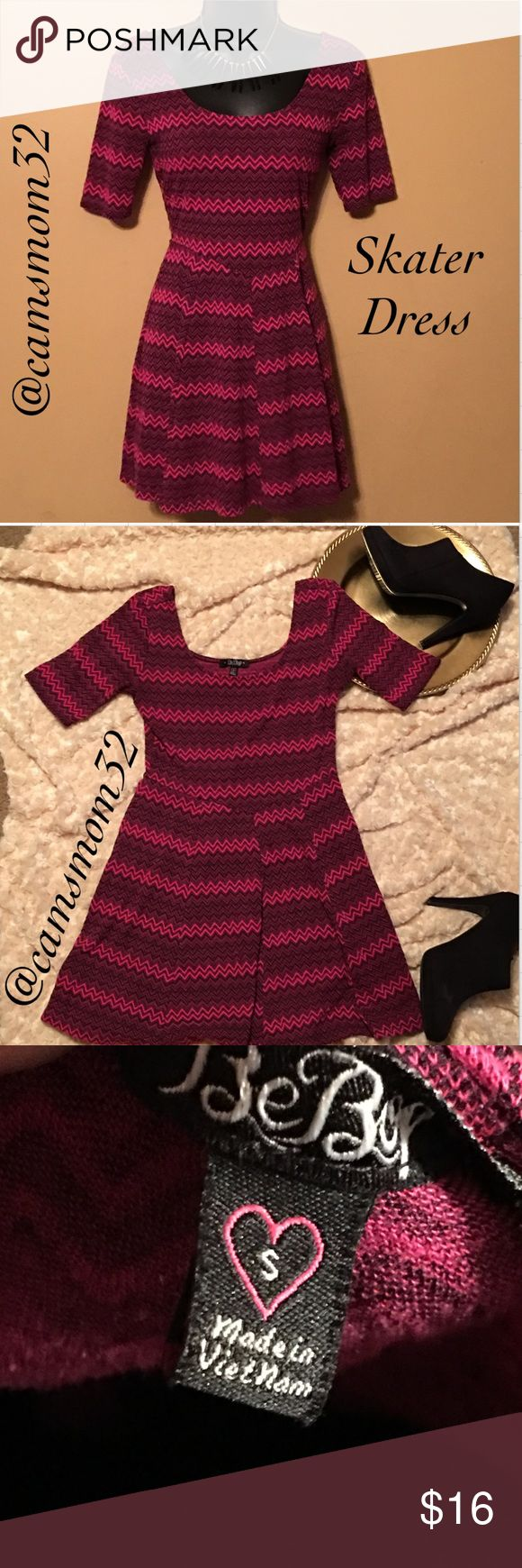 Cute skater dress Like new condition, size small. Bundle more items and save more. Thanks for checking out my listing😍 Dresses
