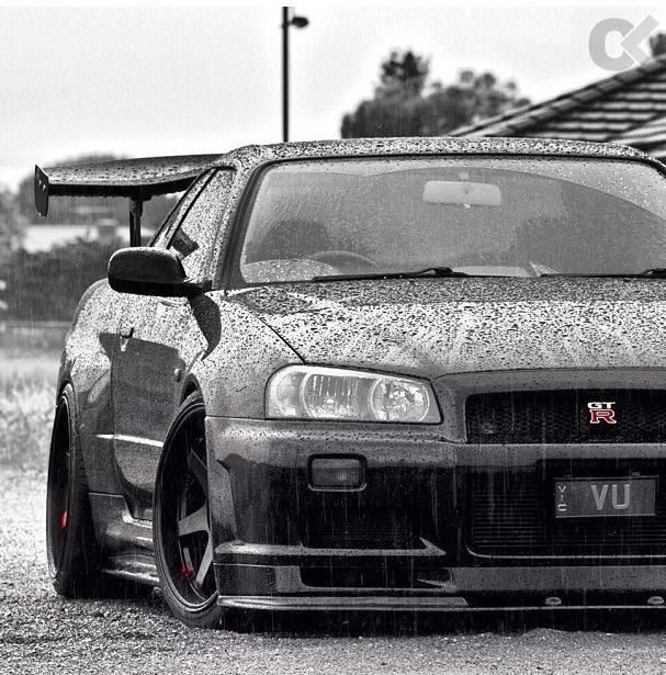 Nissan Skyline GT-R ... R34.. AWD in the rain