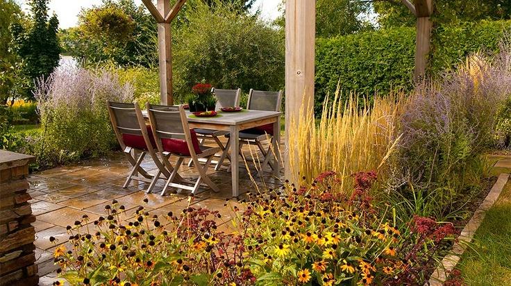 R alisation d 39 am nagement paysager d 39 un coin repas patio en dallage - Pergola en fer a beton ...