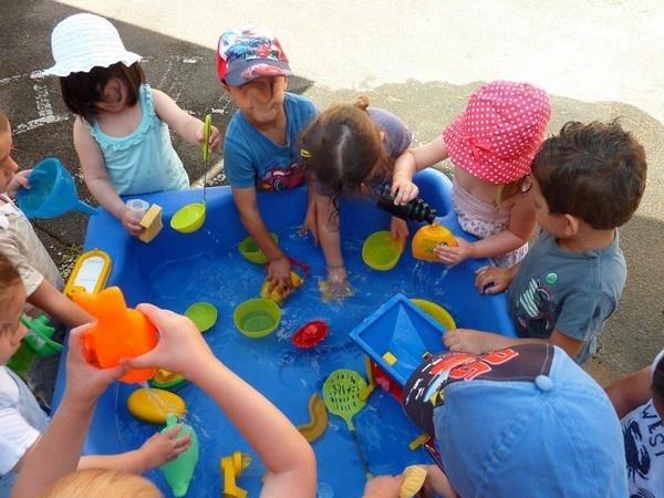 Jeux d eau pour enfant yx72 jornalagora for Jeu exterieur maternelle