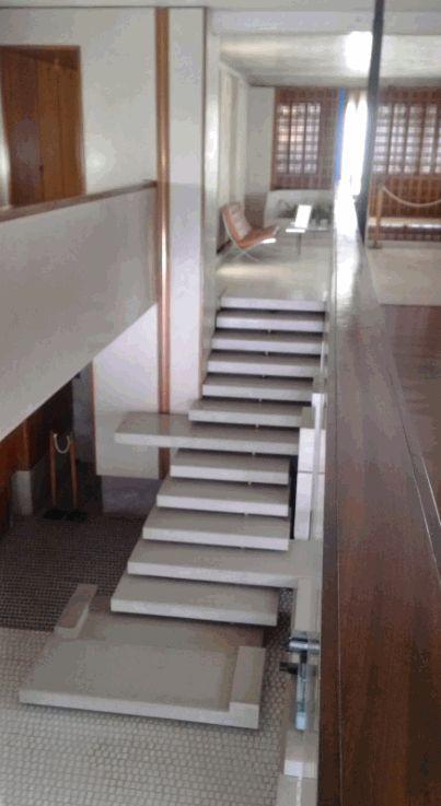 La scala a gradini sfalsati disegnata da Carlo Scarpa per il negozio Olivetti e non solo quella bit.ly/olivettivenezia