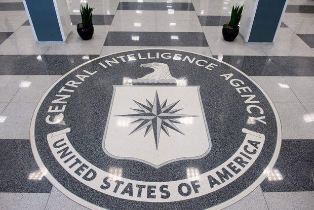 """A última novidade americana de que temos notícia já não é uma Casa Branca manicomial, mas não foge à linhagem das contribuições psicopáticas à cada dia mais desatinada """"civilização ocidental"""". Além de penetrar à vontade nas comunicações telefônicas mundo afora, como aconteceu a conversas de Angela Merkel, Dilma Rousseff e outros governantes, e de entrar nos computadores alheios, o serviço de espionagem e sabotagem dos EUA – CIA – pode valer-se dos aparelhos domés..."""