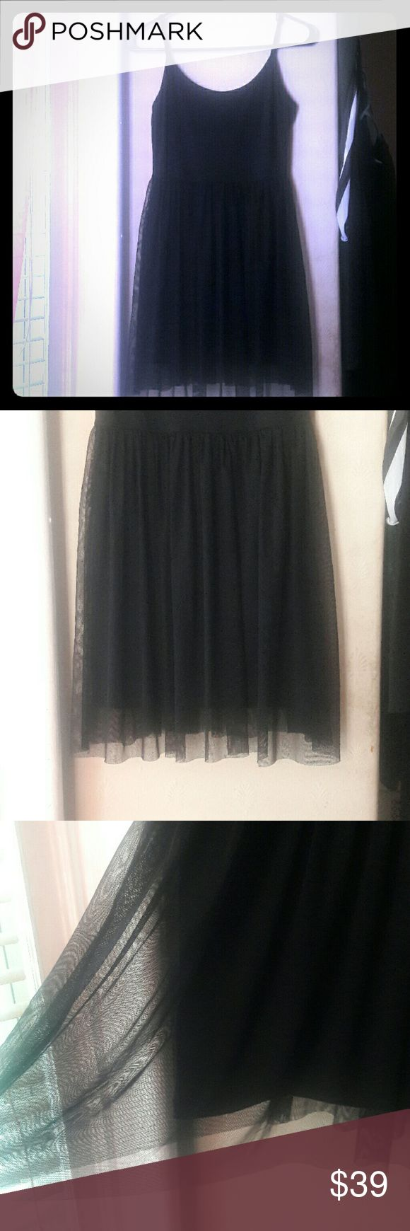 TOO SHOP PETITE BLACK DRESS SZ 4 (SM-MED) Super comfy and cute little black dress w tutu-like bottom. TOP SHOP.   Perfect for summer night's - dress up or down! Topshop Dresses Mini