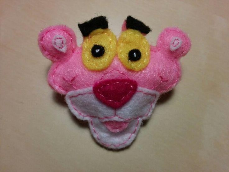 Broche de la Pantera Rosa hecho con fieltro :)