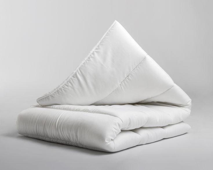 Je kruipt nog liever onder de lakens, zodra je dit heerlijk zachte dekbed in huis hebt! De dekbedden van het bekende merk Sleeptime zijn een genot om onder te slapen. Het dekbed valt soepel om je heen. Dankzij de keuzemogelijkheid tussen een enkel- of een 4 seizoenen dekbed, kun je kiezen wat bij jezelf past en houd je je lichaamstemperatuur stabiel. De dekbedden van Sleeptime zijn verkrijgbaar in verschillende maten, dat maakt dit dekbed geschikt voor iedereen in het gezin! De Sleeptime…