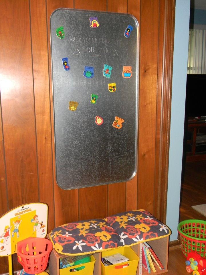 Magnet board from an oil drip pan (pinterest.com/...)