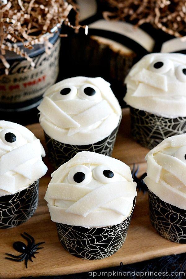 """Mummy"" Cupcakes http://apumpkinandaprincess.com/2013/10/halloween-treats-kids.html"