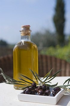 How to use olive oil as an all natural facial cleanser for the healthiest, most radiant skin ever.