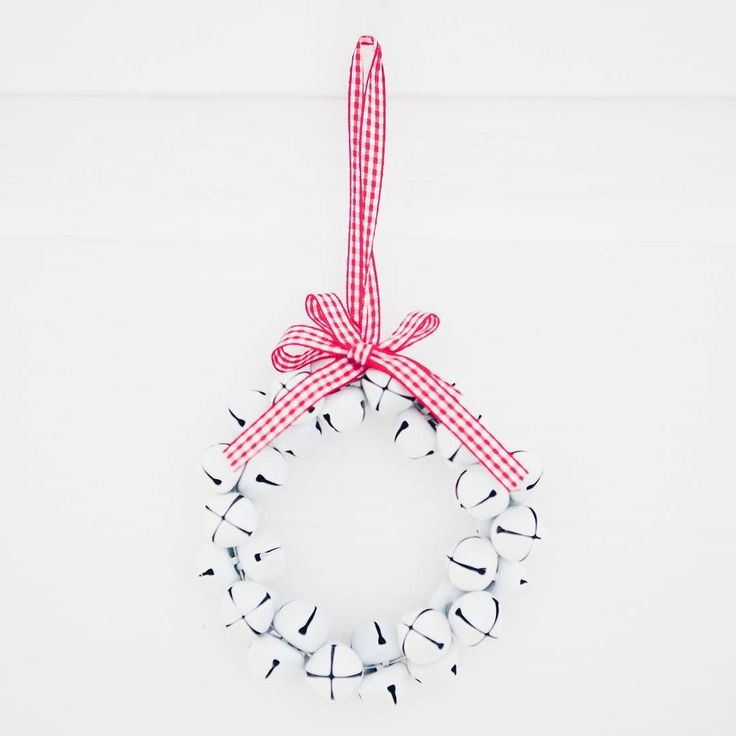 Wasze mieszkania już przystrojone czy raczej nie lubicie świątecznych ozdób? A może będziecie dekorować dopiero 24? Jutro na blogu możecie podejrzeć jak w tym roku wygląda nasze M na ten zimowy czas. Będą pomysły na szybkie #diy i łatwe dekoracje. A i triki na nieinwazyjne upiększanie ścian czy półek.  Teraz odpoczywam po zakupach a wieczorem lecę na #blogowigilia2016