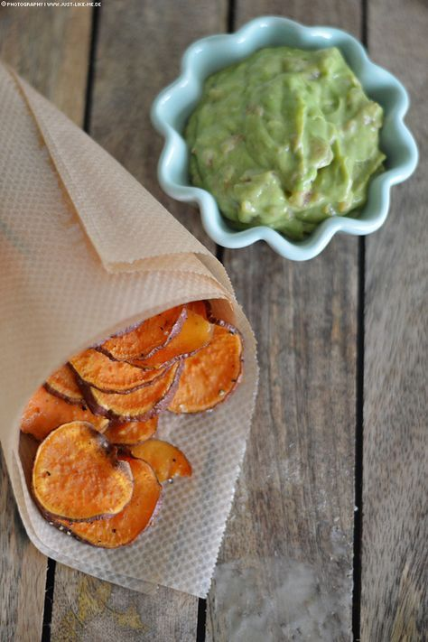 Süßkartoffel Chips mit Guacamole