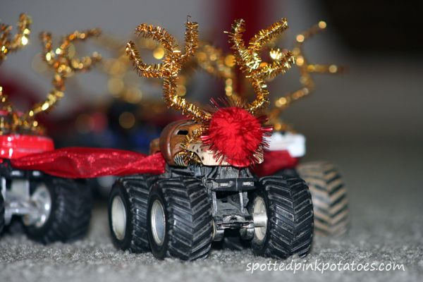 Elf on the Shelf ideas and inspiration  spottedpinkpotatoes.com