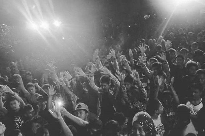 "RepostBy @hiphopnadsyndcate: ""Malam inijam 9! Kita akan bakar stage @piasanseni dengan kolaborasi penampilan 4 element hiphop. Ramaikan venue dan angkat tangan kalian! #showcase #hiphopaceh #hns #piasanseni2016 #berkaryauntuknegeri #piasanseni #bandaacehmembangun"" - Piasan Seni Banda Aceh 2016 http://bit.ly/1ifHj8G Get more on Piasan Seni Facebook FanPage http://bit.ly/2cPUOcD ============== OFFICIAL UPDATES ABOUT PIASAN SENI BANDA ACEH 2015 ------------------------ www.piasanseni.org…"