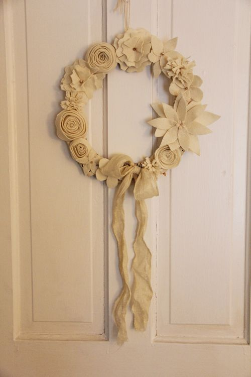 Felt Flower Wreath...I really like the look of using the same color of felt throughout the whole wreath.