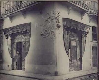 Farmàcia Juanola, al barri de Gràcia. Barcelona, 1898. D'aquívan sortir les 'Pastilles Juanola'.