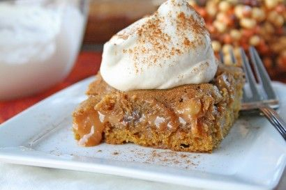 caramel pumpkin blondies with chocolate and walnuts: Caramel Blonde, Caramel Pumpkin, Gooey Caramel, Pumpkin Bar, Pumpkin Caramel, Pumpkin Blonde, Ooeygooey, Caramel Brownies, Ooey Gooey
