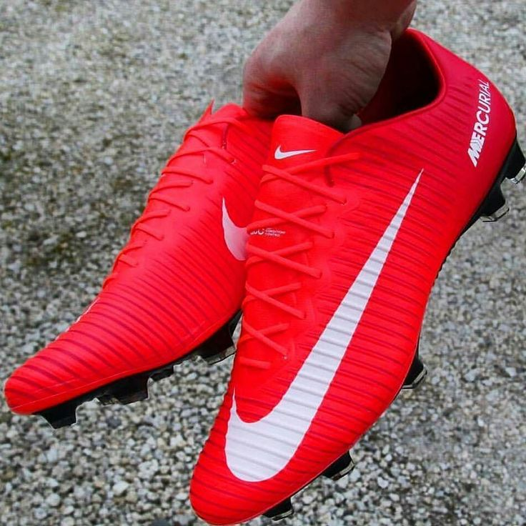 Red and white who would like to use these boots? I would : @honest_football