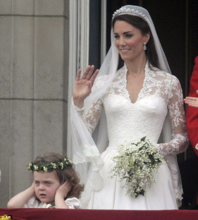 Kate middleton on the buckingham palace balcony after her for Dress after wedding ceremony