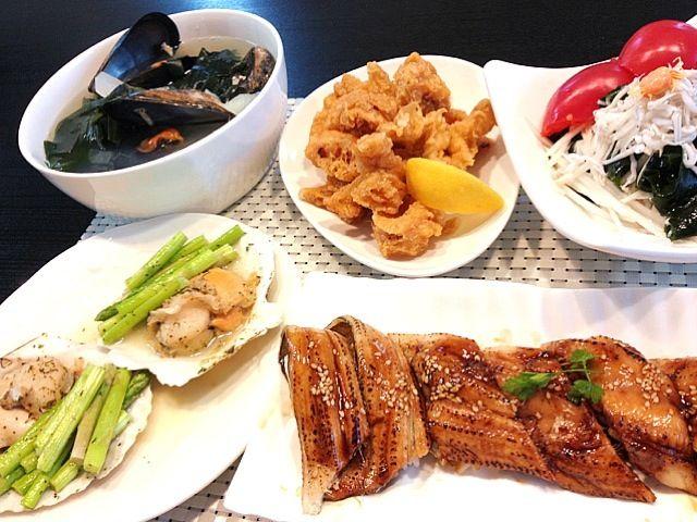 煮穴子とイカ天ぷらはスーパーの惣菜物。 - 40件のもぐもぐ - 煮穴子にぎり、貝柱とアスパラのバジルオイル漬け焼き蒸し、ヤリイカの天ぷら、生シラスと生ワカメ大根サラダ、広島産天然ムール貝の生わかめと大根スープ by ran521jp