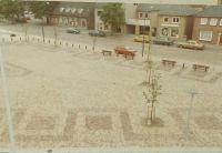 Het wilhelminaplein,met Cafe Hertog Jan (Gerrit Wijnen), Kapsalon Piet Wijnen, assurantiekantoor Cor van Helmond.