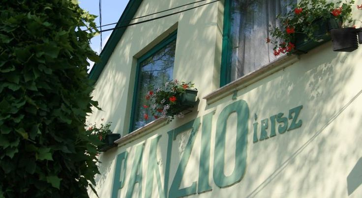 Írisz Panzió Budapest The Hotel Irisz is located in the green belt of North Buda (Csillaghegy) near an open-air swimming pool, a 20-minute drive from the Budapest's centre and a 10-minute drive from Szentendre.  The cosy, Scandinavian-style rooms have their own bathroom.