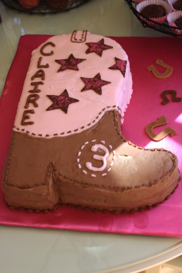 Cowgirl Cake. Could probably make this for a boy just use blue instead of the pink.