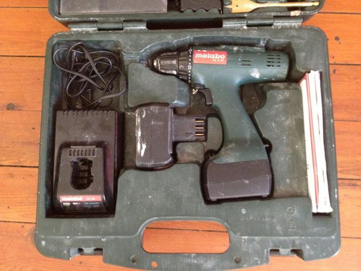 Location Perceuse / Visseuse METABO - sans fil Bordeaux (33000) . Perceuse visseuse sans fil METABO BZ 12 SP3 sets de douilles (6 pans, cruciforme, torx, etc)3 sets de mèches (bois, acier, plaquo)2 pinces1 mètre enrouleur2 batteries   chargeurAutres accessoiresMode d'emploiBoite de transport