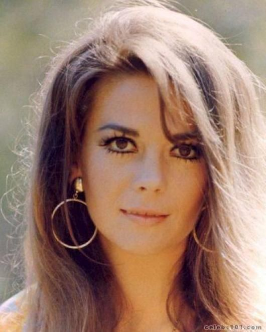 Natalie Wood - Looks like my friend Gwen who also died before her time. Both are a great loss.