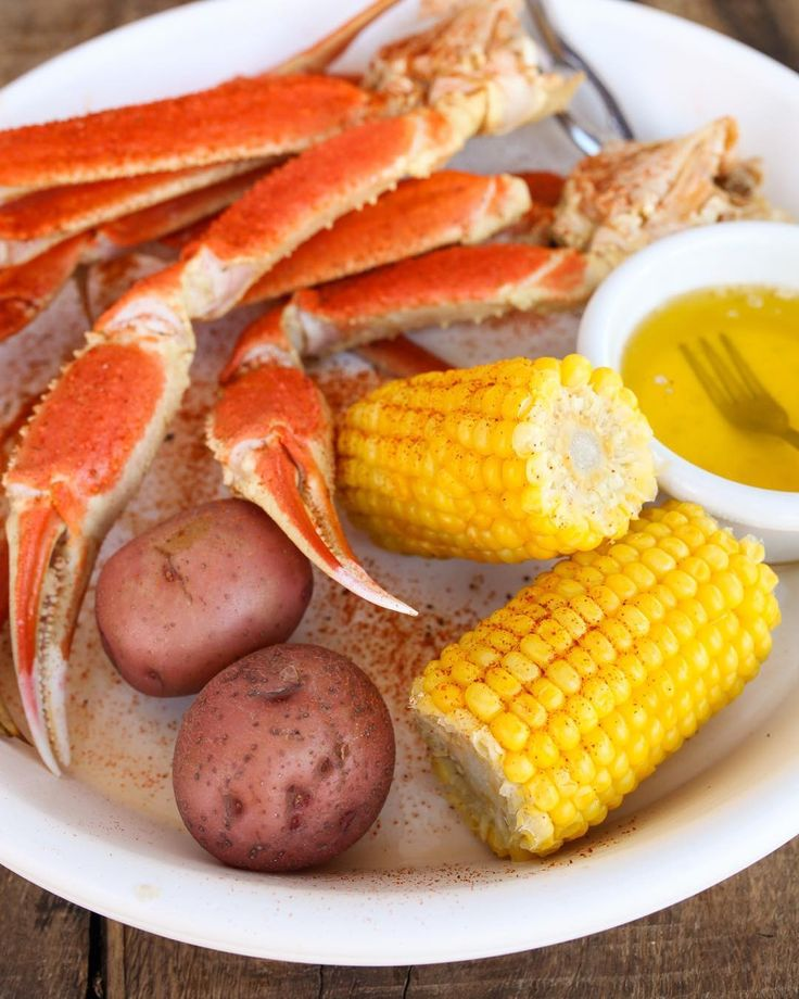 Crack into some Alaskan Snow Crab! . Its available in a variety of ways at HLS. . Our favorite way is boiled bagged and then smothered in one of Chefs three flavorful sauces! Come hook it line it or sink it this weekend! . . . #hlsinker #hooklineandsinker #snowcrab #crab #alaskansnowcrab #boilinabag #hookboil #lowcountry #seafood #gulfcoastdallas #dallas #texas #dallastx #dfw #dallaseats #dallasfoodie #planoeats #planofoodie
