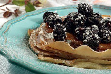 Oat milk pancakes with berries