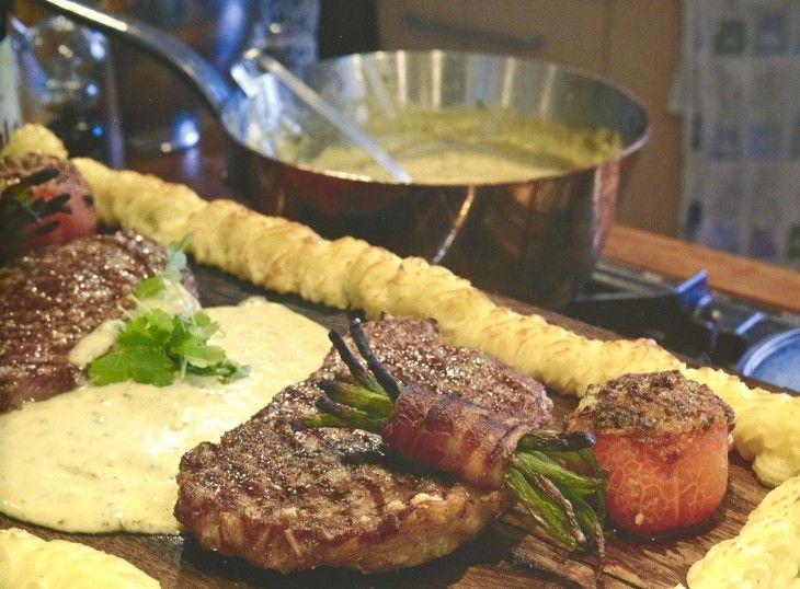 Plansktek är en riktig restaurangklassiker med retrokänsla. Det ska vara duchessepotatis, kött av riktigt god kvalitet och serveras med fyllda tomater, bacon