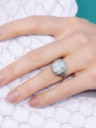 Hailey Baldwins Verlobungsring von Justin Bieber hat einen nachweislich riesigen Diamanten