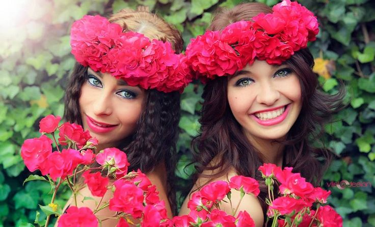 Viisiodesign photography best friends shooting flowers https://www.facebook.com/Viisiodesign.Photography
