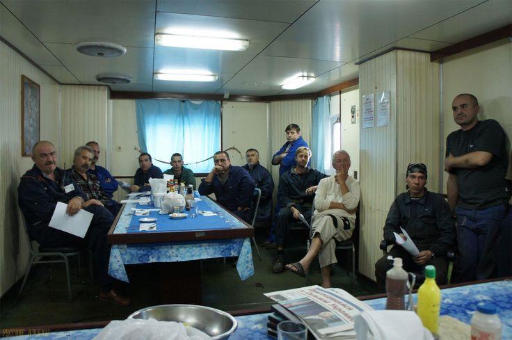 Двое украинских моряков оправданы в Греции http://feedproxy.google.com/~r/russianathens/~3/ptsrAK-DE0o/19290-dvoe-ukrainskikh-moryakov-opravdany-v-gretsii.html  Из-за ситуации на рынке морского труда наши соотечественники зачастую соглашаются на любые предложения – с маленькой зарплатой, без страховки и гарантий от судовладельца, ненадлежащими условиями труда, длинными контрактами, сомнительными предложениями. Как результат - моряки чаще всего попадаются на удочки различным мошенникам, или…