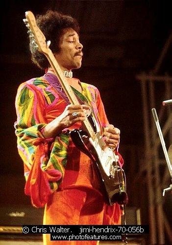 Jimi Hendrix jimi-hendrix-70-056b photography by © Chris Walter