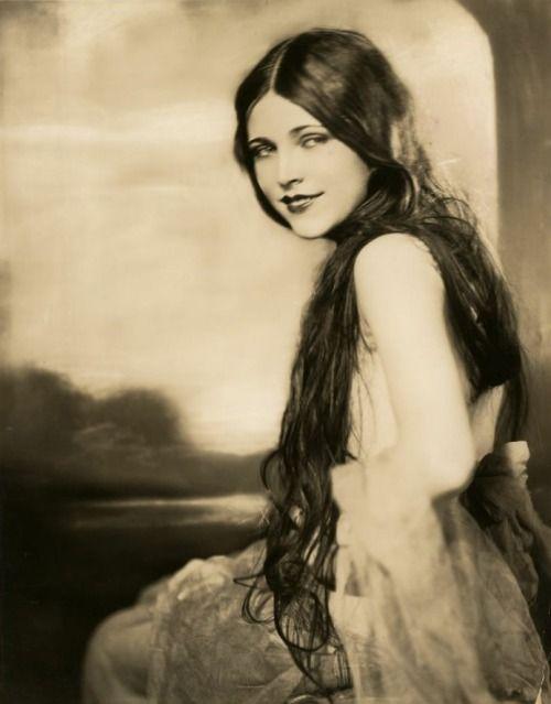 Lota Cheek in Earl Carrol Vanities. 1923. Photgraph by George Maillard Kesslere (1894-1979).