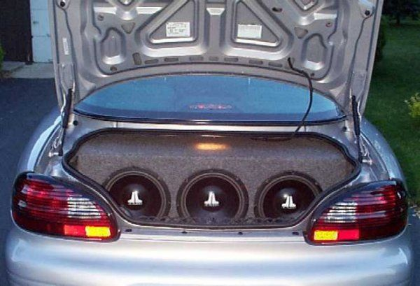 The window rattling boom boom sound that cars outfitted with subwoofers emit. This sound + my eardrums makes me violent.