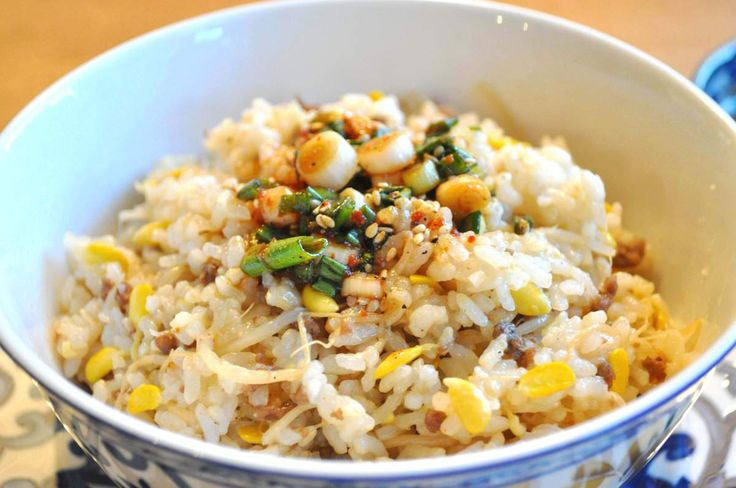 Rice with Korean Soybean Sprouts (콩나물밥 Kongnamul Bap). Looks ...