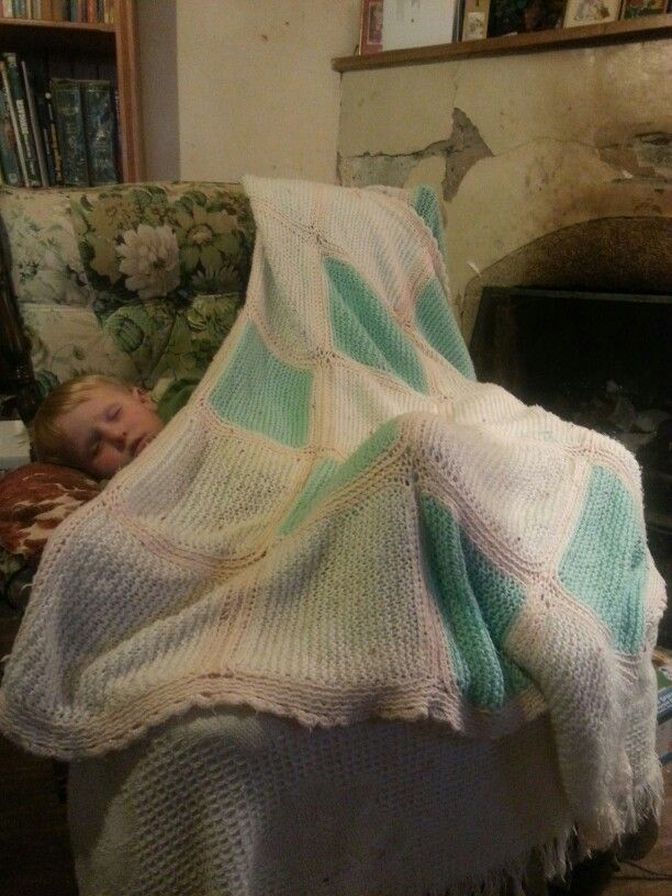 Single bed knitted blanket with a crochet edge.  #craft #knitting #homediy