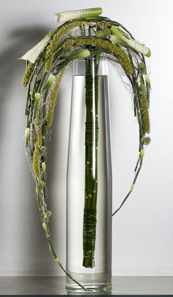 Valentijn Sneek- an interesting statement flower arrangement/ modern floral design