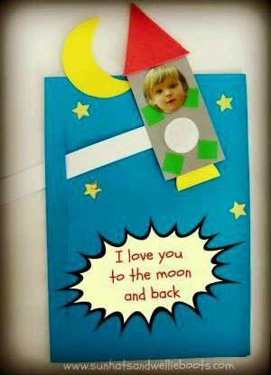 Een kaart met de tekst: ik hou van je tot de maan en terug!