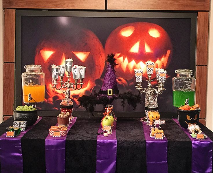 Halloween sweet table dessert table - Dessertbord til Halloween =)