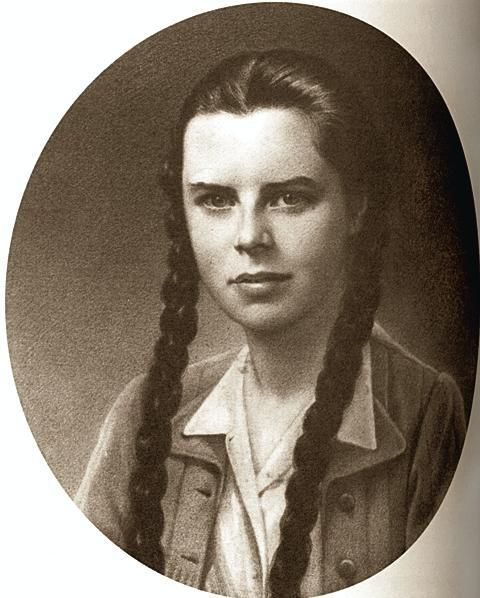 "Krystyna Wańkowicz (""Anna""). Soldier of Warsaw uprising 1944. History student, daughter of writer Melchior Wańkowicz. She died in fights at 6th day of Uprising."