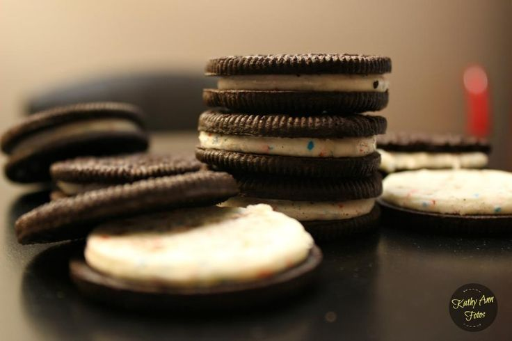 Taste-tested the 'Fireworks Oreos With Popping Candy Inside' Oreo Cookies (10 Photos)