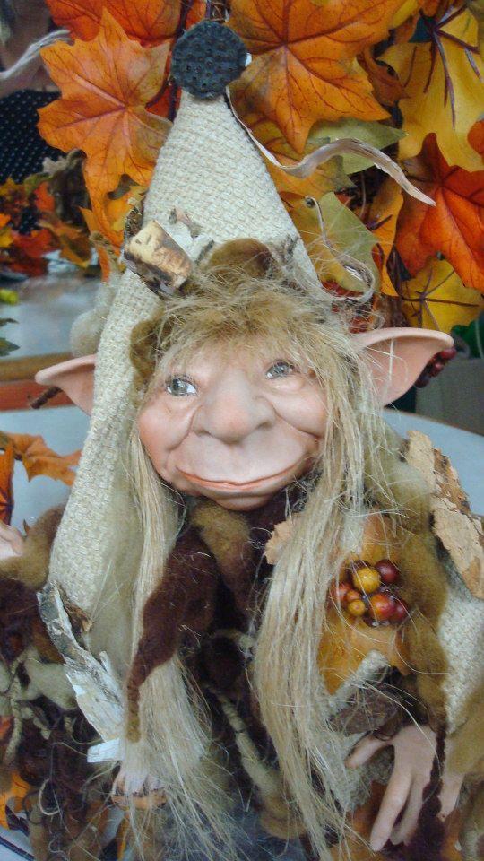 elfo in porcellana bisquit eseguito da roberta maistrello