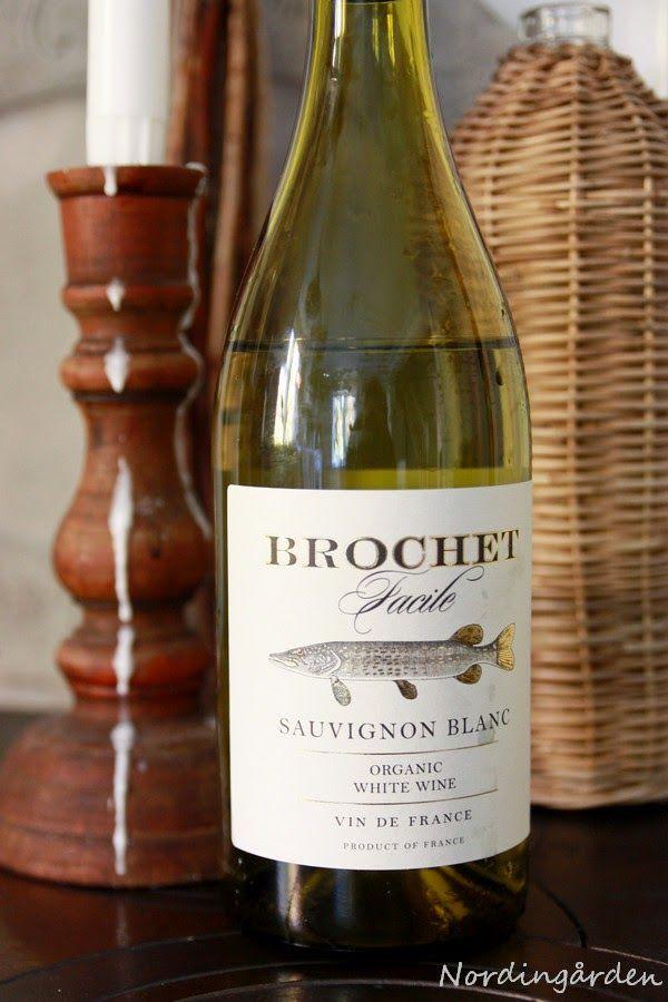 Räkfrossa med vänner, enkelt och gott....vanliga räkor, rökta räkor, ostar, bröd, gott vin och....            ....ett gott vin till som...