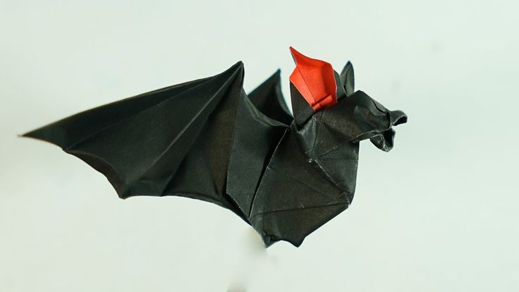 Origami Bat Tutorial - Halloween (Henry Phạm): Subscribe : https://www.youtube.com/user/lazypaperchannel?sub_confirmation=1 Facebook : http://ift.tt/2cmxd2S Instagram : http://ift.tt/2cp4lf8 Flickr : http://ift.tt/2cmw2Aw   Model : Origami Bat Designed by : Henry Phạm Paper size : 15 x 15 (cm)