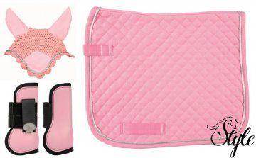Pink HKM szett, apró steppelt nyeregalátéttel és Harrys Horse ínvédő szettel http://www.lovaswebaruhaz.hu/lovas_felszereles_reszletei/lofelszereles/Nyeregalatetek/Nyeregalatet_szettek/Pink_HKM_szett_apro_steppelt_nyeregalatettel_es_Harrys_Horse_invedo_szettel