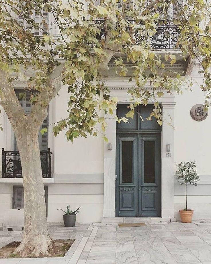 Create your own stories behind Athens' doors!⠀⠀ #visitAthens #AthensGoodLife #athens_streets #citybreak ⠀⠀ Photo: @chocola_tina