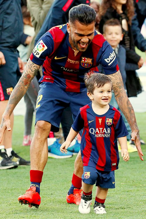 So cute! Dani Alves playing with Leo Messi's son , Thiago Messi ❤️❤️❤️