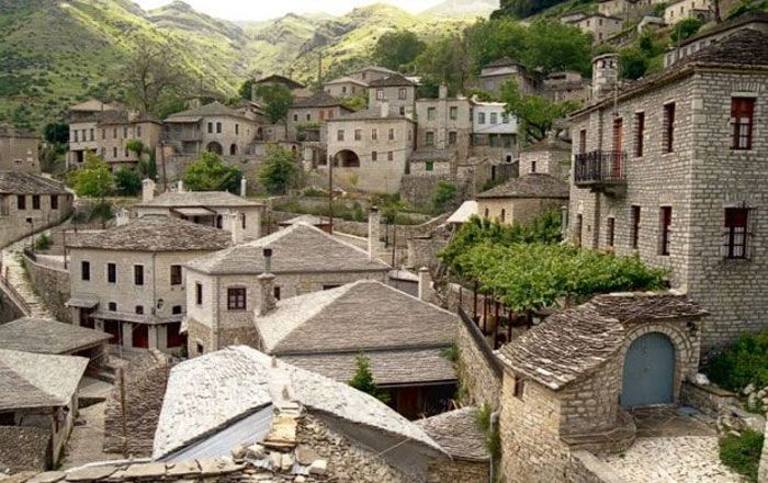 2.Syrrako The charming traditional village Syrrako, is one of the well hidden diamonds of Ioannina and it fascinates visitors with its distinctive character and the remarkable architecture!